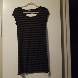 Tshirt dress with back detail